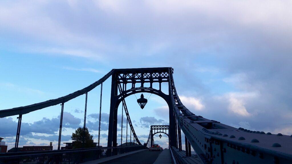 Die Kaiser-Wilhelm-Brücke in magischem Licht